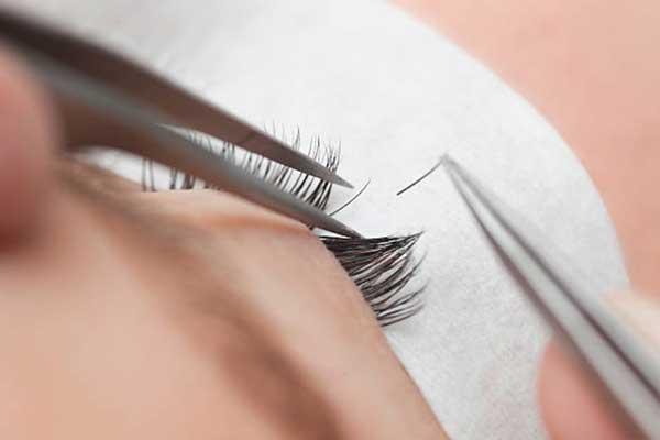 Méthodes plus couteuses: extensions et rehaussement de cils